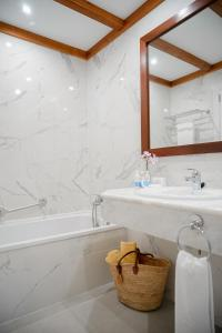 Ett badrum på Hotel Bon Sol Resort & Spa