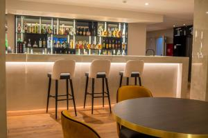 A área de bar ou lounge em Santa Eufémia Covilhã Hotel