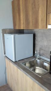 A kitchen or kitchenette at Paralion Town Apartments