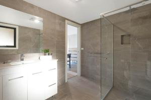 A bathroom at Kingfisher Retreat @ Eden Cove