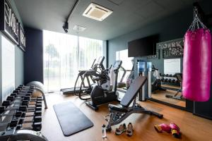 The fitness center and/or fitness facilities at Moxy Utrecht