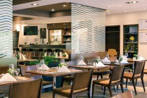 A restaurant or other place to eat at Mercure Aachen Europaplatz