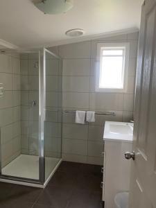 A bathroom at The Esplanade Motel