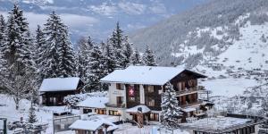 L'établissement Hotel La Cambuse en hiver