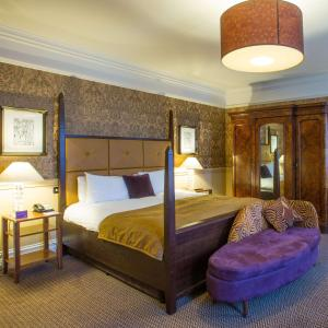 A bed or beds in a room at Norton Park - QHotels