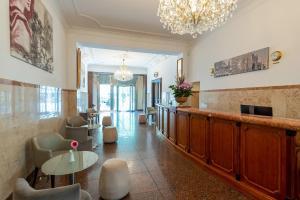 The lobby or reception area at Leonardo Hotel Berlin KU'DAMM