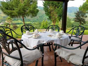 Un restaurante o sitio para comer en Hotel Rural El Otero