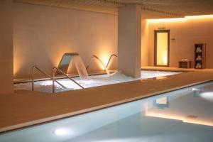 Het zwembad bij of vlak bij Hotel Arima & Spa - Small Luxury Hotels