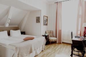 Säng eller sängar i ett rum på Blommenhof Hotel