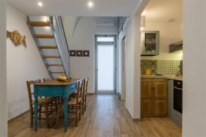A kitchen or kitchenette at Casetta Mare