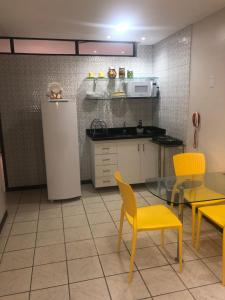 A kitchen or kitchenette at Atlântico Flat - Apt 108