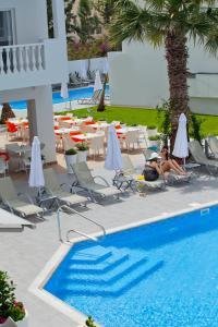 Бассейн в Princessa Vera Hotel Apartments или поблизости