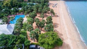 Een luchtfoto van Ravindra Beach Resort & Spa