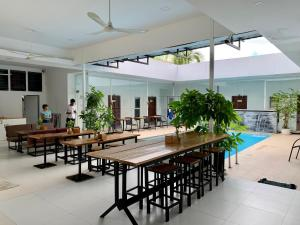 A restaurant or other place to eat at Onederz Sihanoukville