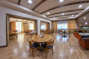 A restaurant or other place to eat at Vanadzor Armenia Health Resort & Hotel