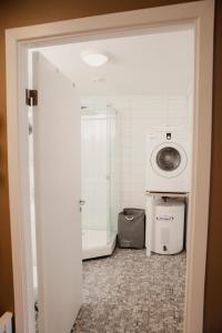 A bathroom at Åkrafjordtunet AS
