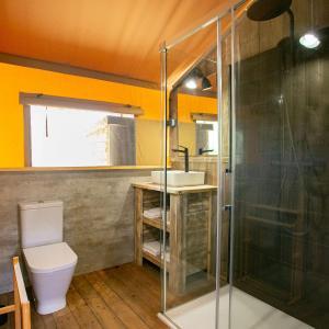 Een badkamer bij Camping El Garrofer