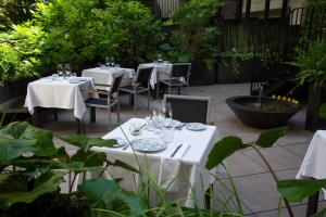 A restaurant or other place to eat at Atocha Hotel Madrid, Tapestry Collection by Hilton