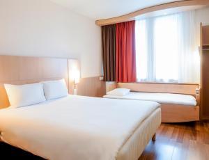 A bed or beds in a room at Ibis Malaga Centro Ciudad