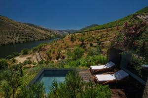 Uma vista da piscina em Casa do Rio Wine Hotel - Vallado ou nas proximidades