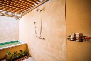 A bathroom at Ocacocar - Milagres