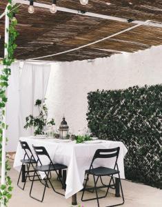 Um restaurante ou outro lugar para comer em Meio Country House