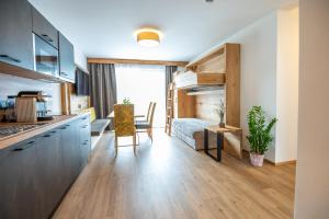 A kitchen or kitchenette at Apartment Bergsee