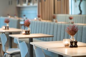 A restaurant or other place to eat at Hotel Odeon