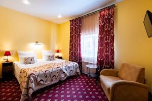 Кровать или кровати в номере Jenavi Club Hotel