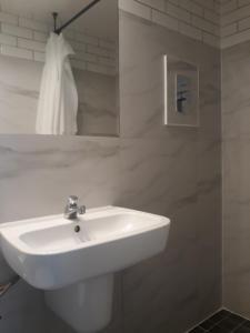 A bathroom at MIESZKANIE Poznanska 31