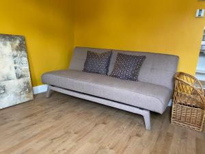 A seating area at Immaculate Studio Apartment in North London