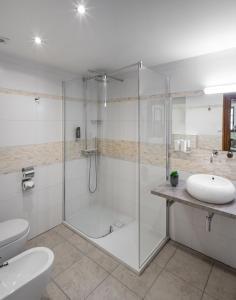 A bathroom at Aurus