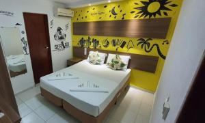 A bed or beds in a room at Hotel Pousada Alagoana