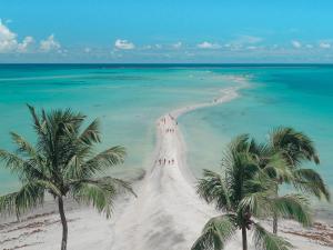 Uma praia perto do resort