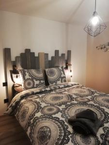 Een bed of bedden in een kamer bij La casa d'Ernestine