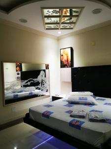 Cama ou camas em um quarto em SP Hotel & Motel
