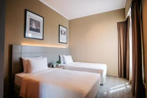 A bed or beds in a room at Great World Serviced Apartments (SG Clean)