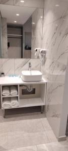 A bathroom at Sonia Hotel & Suites