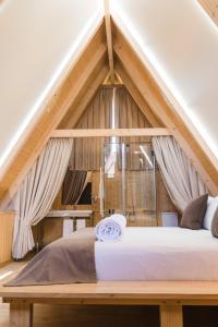 A bed or beds in a room at Quinta da Barroca