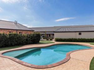 The swimming pool at or near Mercure Wagga Wagga