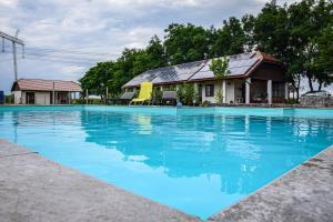 The swimming pool at or close to Leveleki Vendégház - Egeres Tanya