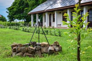 A garden outside Leveleki Vendégház - Egeres Tanya