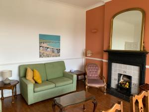 A seating area at B. Home comforts with easy London travel.