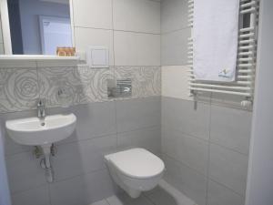 A bathroom at CKS Kraków (Centrum Konferencyjno-Szkoleniowe CS Natura Tour)