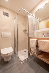 A bathroom at Haus Markus Strolz