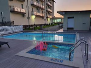 The swimming pool at or near Casa Barina Costinești