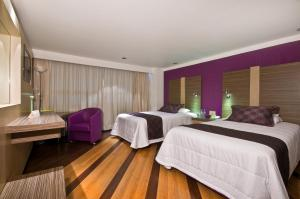 A bed or beds in a room at Hotel Grand Prix Aeropuerto CDMX