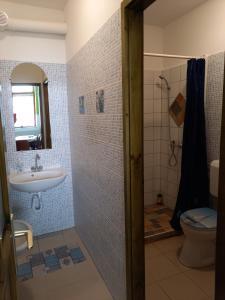 A bathroom at Gábor Vendégház