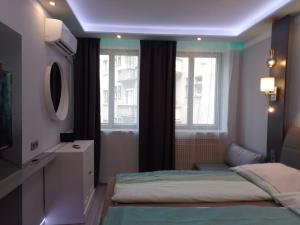 A bed or beds in a room at Palais Hotel Elegance