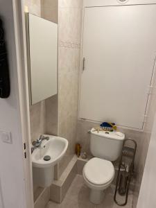 A bathroom at Monaco Sea New York by night view by V